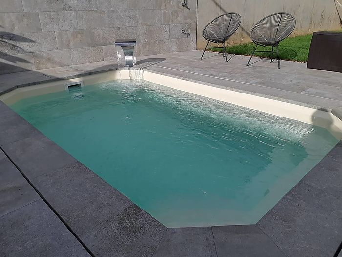 PISCINA MODEL L360 AL PLA DE L'ESTANY