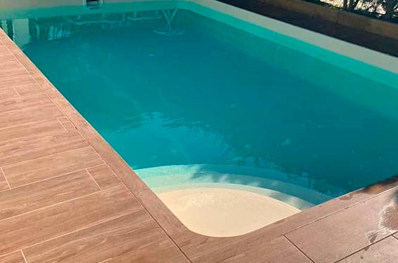 Fabrication de piscines en polyester